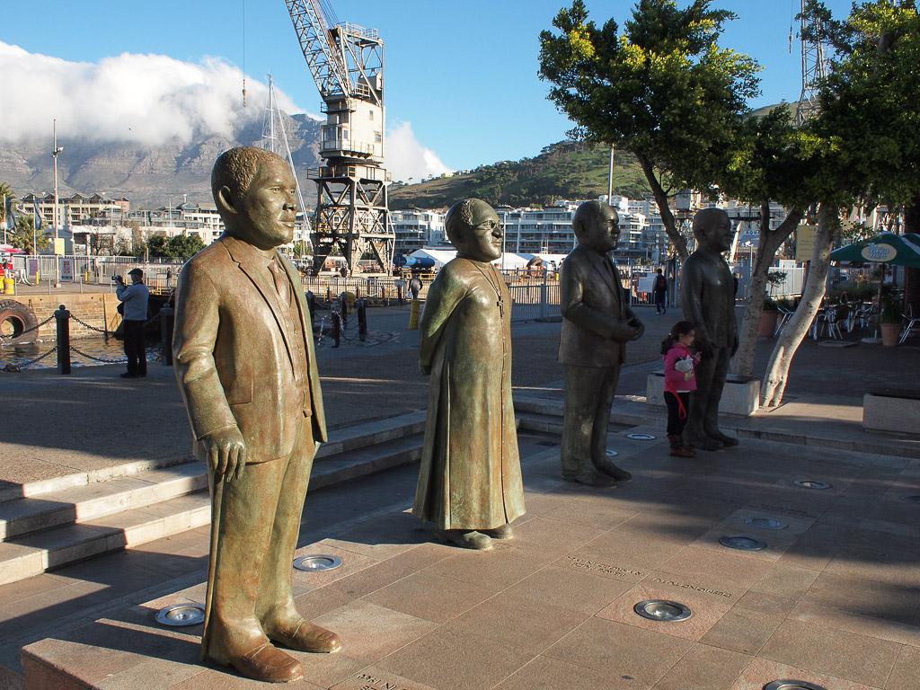 Nobelsquare, Cape Town (ganz rechts Mandelas Statue)